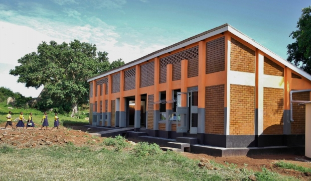 Environmentally-friendly classroom with features to aid learning